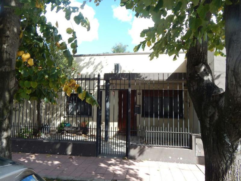 Foto Casa en Venta en  Wilde,  Avellaneda  CAXARAVILLE AL al 6100