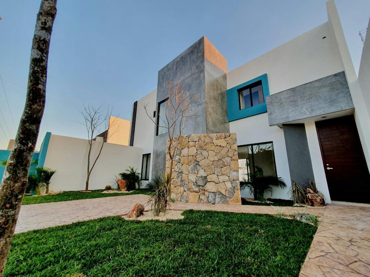 Foto Casa en Venta en  San Diego Cutz,  Conkal  Hermosa casa en venta 4 recámaras y piscina, ¡sin cuotas!