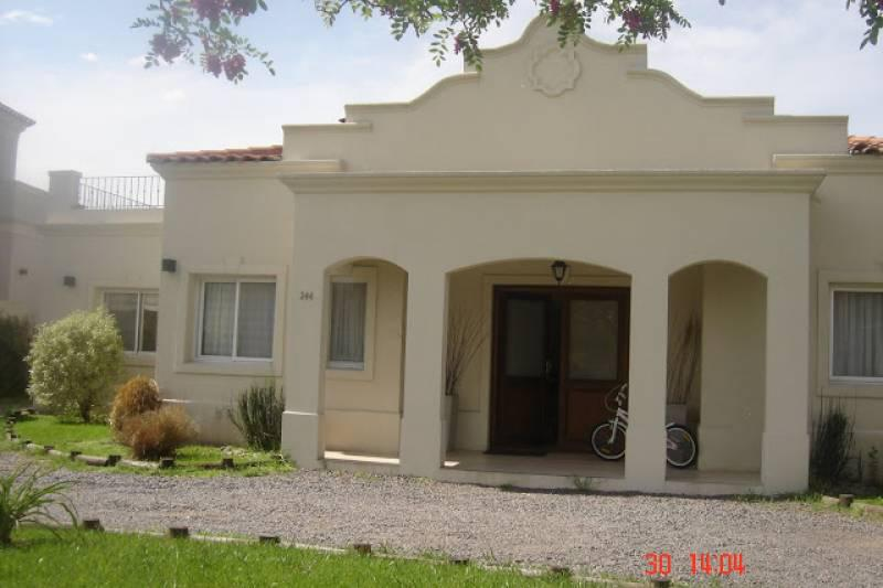 Foto Casa en Venta en  Pilar Del Este,  Countries/B.Cerrado (Pilar)  Los Jazmines al 200