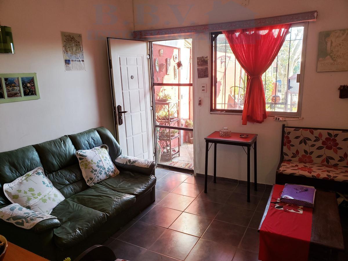 Foto Casa en Venta en  Colonia del Sacramento ,  Colonia  Casa de 2 dormitorios a metros de Avda. Aparicio Saravia
