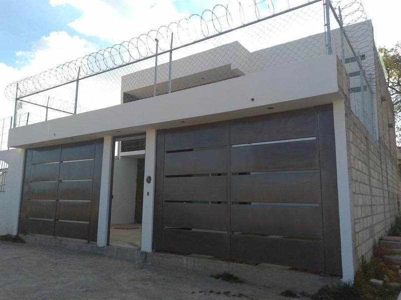 Foto Casa en Venta en  Santa María Nativitas,  Calimaya  CASA SOLA NUEVA CERCA DE BONANZA