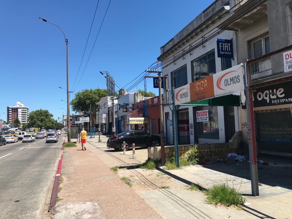 Foto Local en Venta en  Malvín ,  Montevideo  Av italia y Comercio