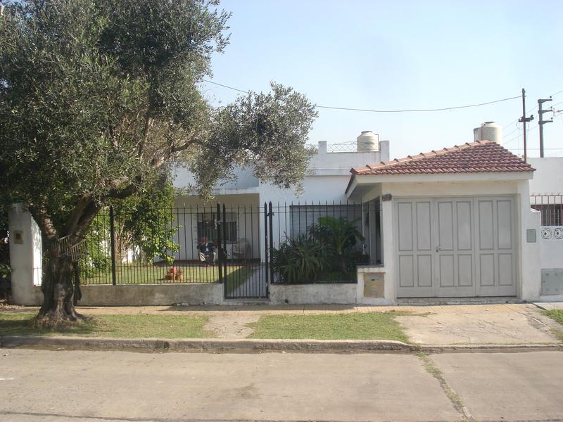 Foto Casa en Venta en  Adrogue,  Almirante Brown  PILAR 808 Entre Serrano y calle sin salida