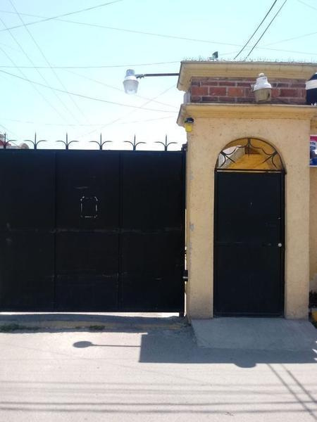 Foto Casa en Venta en  Rincón de San Lorenzo,  Toluca  Casa en Venta Fracc. La Loma, San Lorenzo.