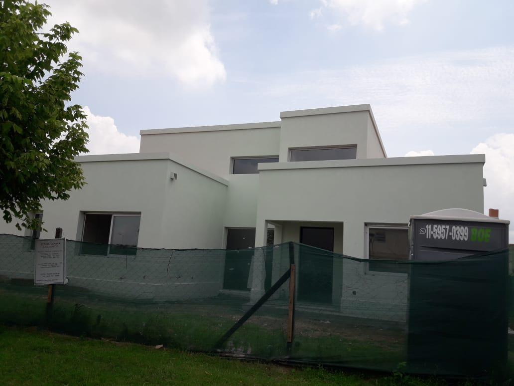 Foto Casa en Venta en  El Canton,  Countries/B.Cerrado  Barrio Golf al 100