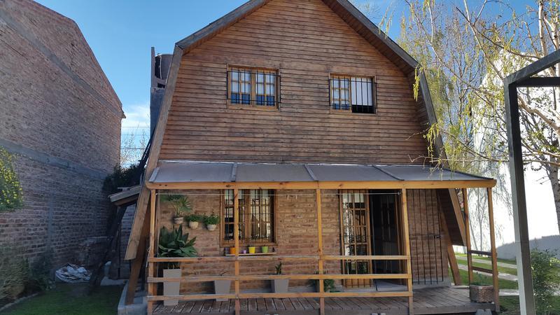 Foto Casa en Venta |  en  Manzanares 7 ,  Cipolletti  Los Pinos al 300