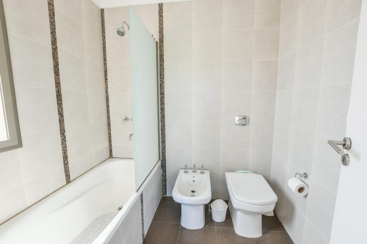 Casa de 3 dormitorios - Con Pileta - Aldea - Fisherton