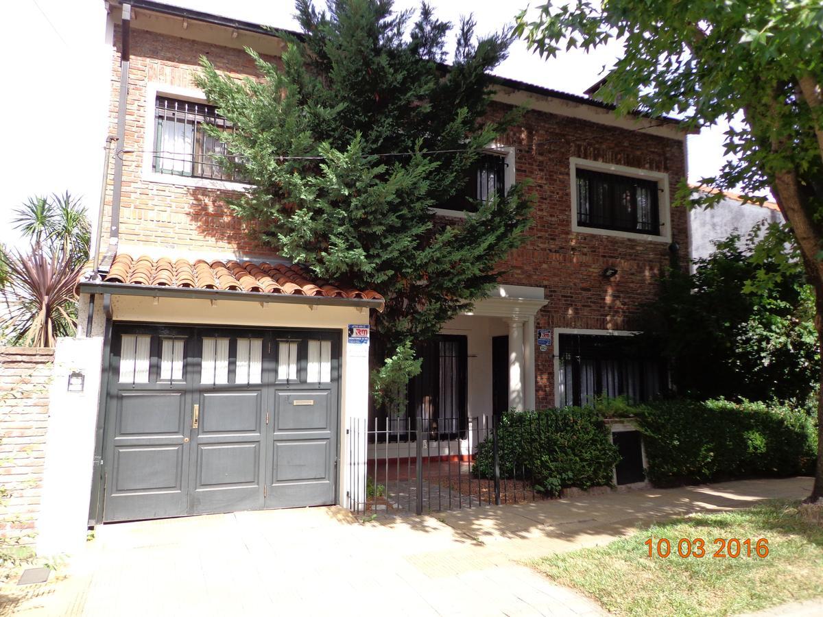 Foto Casa en Alquiler en  La Lucila-Vias/Libert.,  La Lucila  CASTELLANOS al 3500