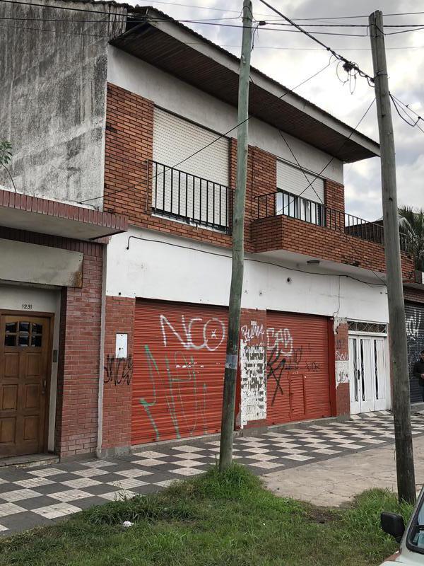 Foto Local en Venta | Alquiler en  Monte Grande,  Esteban Echeverria  Alem al 1200