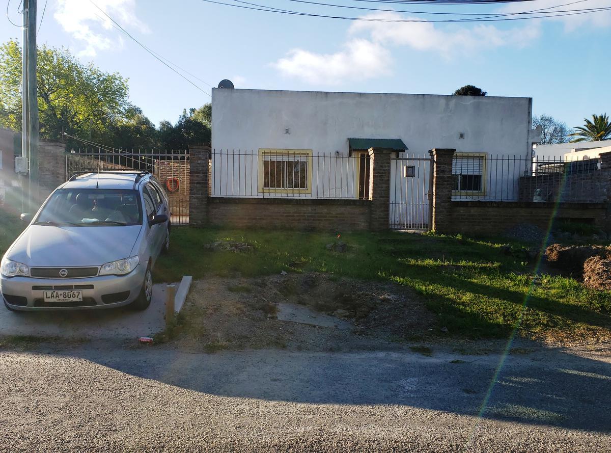 Foto Casa en Venta en  Colonia del Sacramento ,  Colonia  Casa de 2 dormitorios, living, comedor, cocina, baño y patio