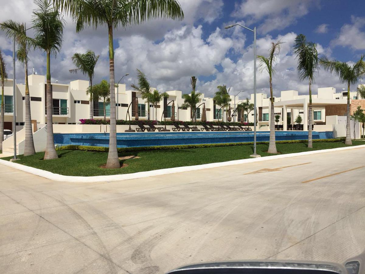 Foto Casa en Renta en  Supermanzana 329,  Cancún  CASA EN VENTA/RENTA EN AVENIDA HUAYACÁN EN RESIDENCIAL LONG ISLAND EN PRIV. DUNES