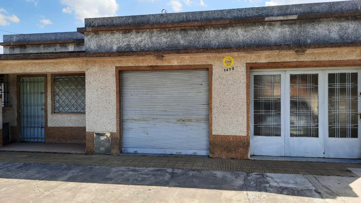 Foto Casa en Venta en  Rafael Calzada,  Almirante Brown  THORNE 1672 RAFAEL CALZADA
