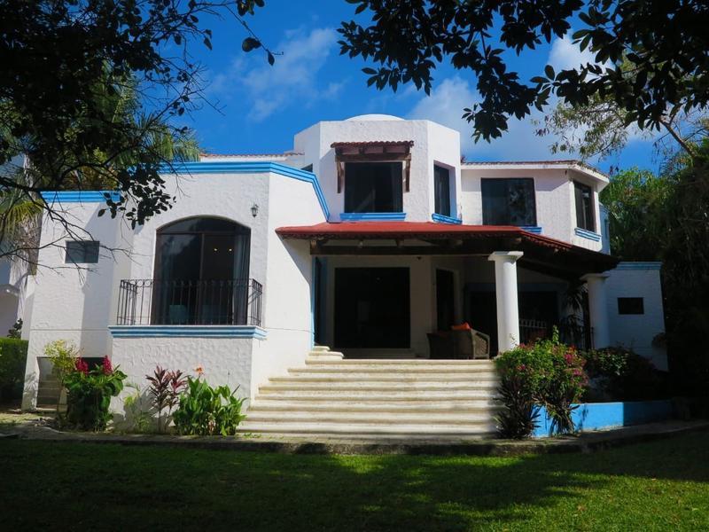 Foto Casa en Renta en  Playa del Carmen,  Solidaridad  Casa Playacar Fase 2 con Acceso al Mar