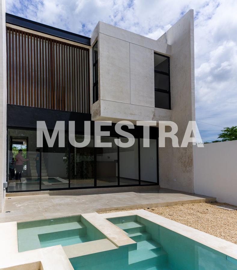 Foto Terreno en Venta en  Temozon Norte,  Mérida  Terreno en esquina en Temozón Norte junto a 6 bellas casas.