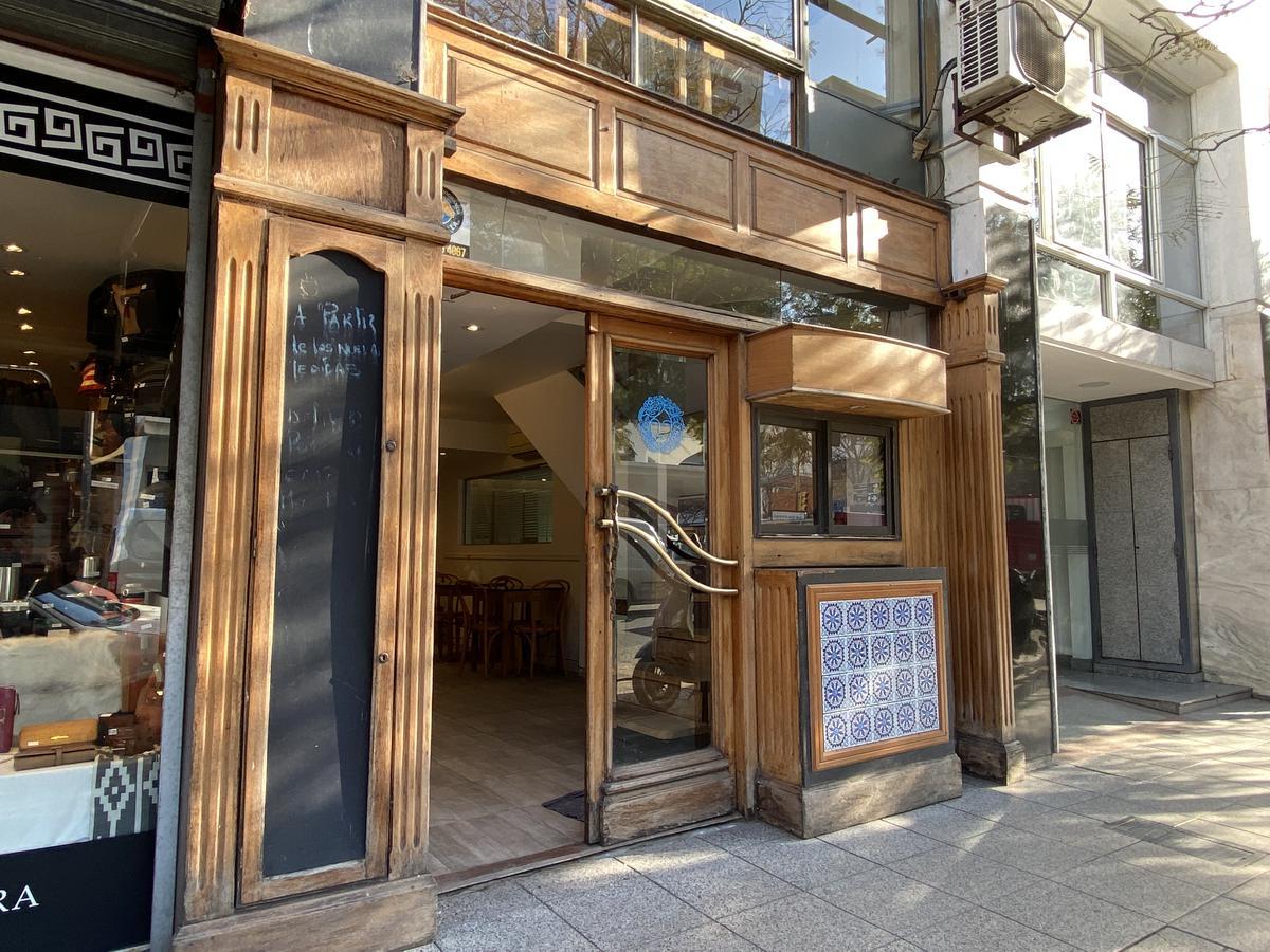 Foto Local en Alquiler en  Centro,  Mar Del Plata  Rivadavia 3186, entre Independencia y Catamarca