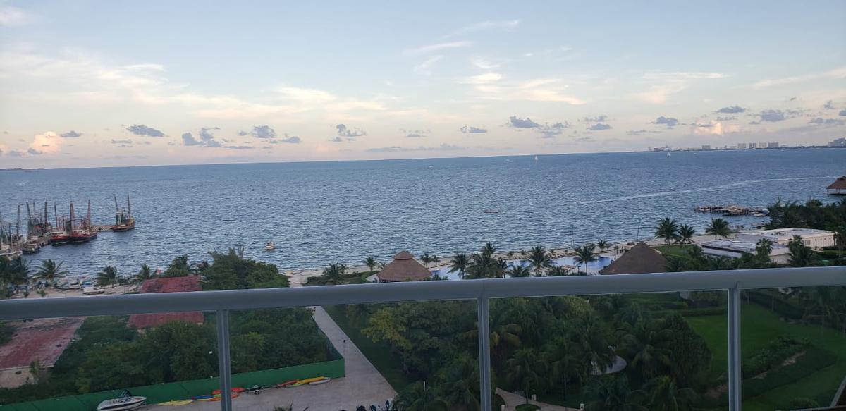 Foto Departamento en Venta en  Cancún ,  Quintana Roo  Departamento en venta frente al mar, Puerto Juarez