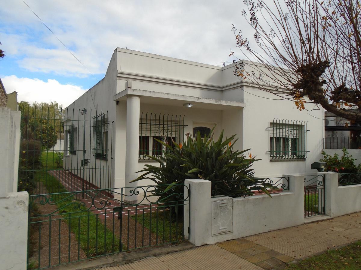 Foto Casa en Venta en Ventura Bustos al 2200, G.B.A. Zona Oeste | Moron | Castelar