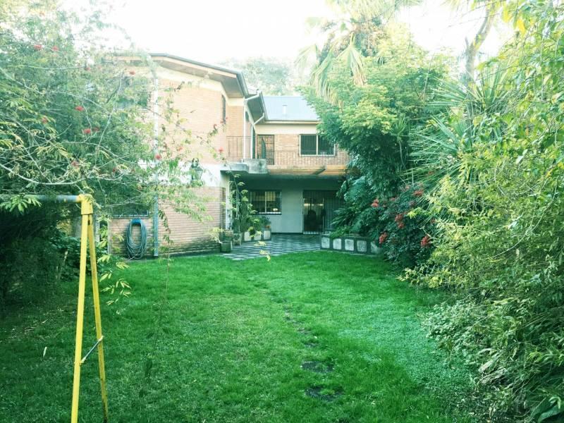 Foto Casa en Venta    en  Acassuso,  San Isidro  Ricardo Gutierrez 1300