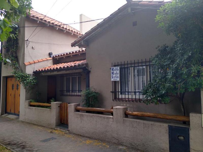 Foto Casa en Venta en  Banfield Oeste,  Banfield  DARRAGUEIRA 110  e. L.N.Alem y Acevedo