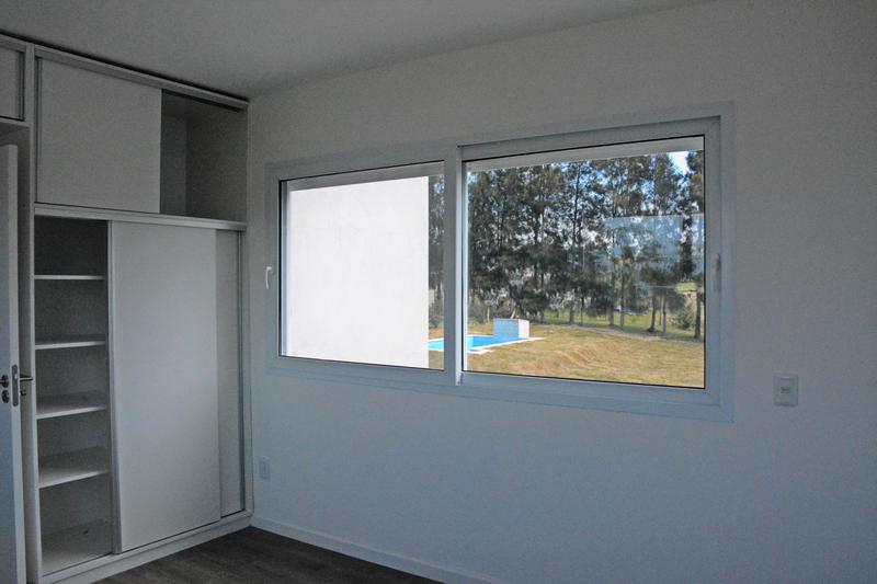 Foto Casa en Venta en  Countries/B.Cerrado ,  Canelones  Casa a estrenar
