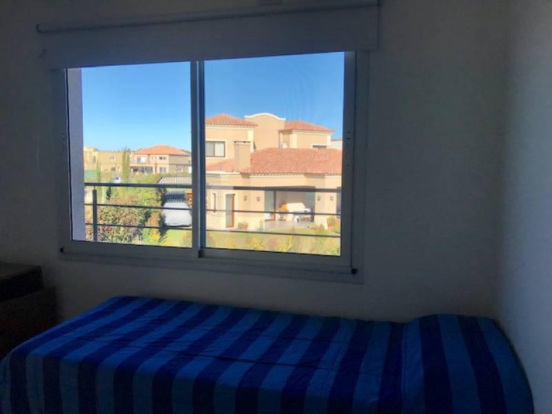 Foto Casa en Venta en  Ayres Plaza,  Countries/B.Cerrado (Pilar)  chile al 800
