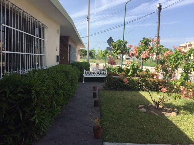 Foto Casa en Venta en  Unidad Nacional,  Ciudad Madero  Casa 1 piso, amplio terreno Col.Unidad Nacional