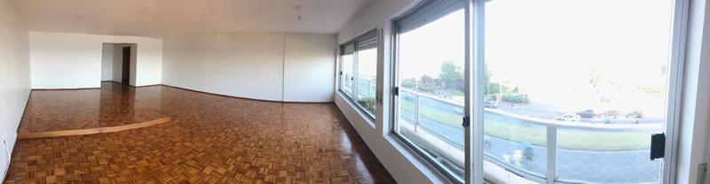 Foto Departamento en Alquiler en  Villa Biarritz ,  Montevideo  RAMBLA VILLA BIARRITZ 3 dorm y servicio.