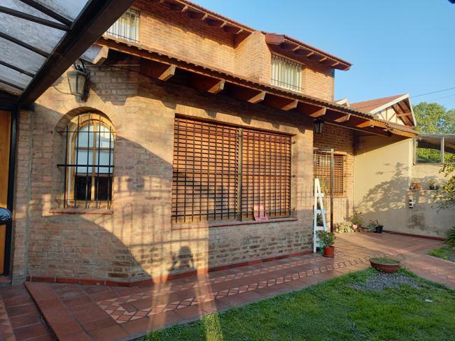Foto Casa en Venta en  Jose Marmol,  Almirante Brown  LASERRE 131, entre  Cto. Bernardi y Frías