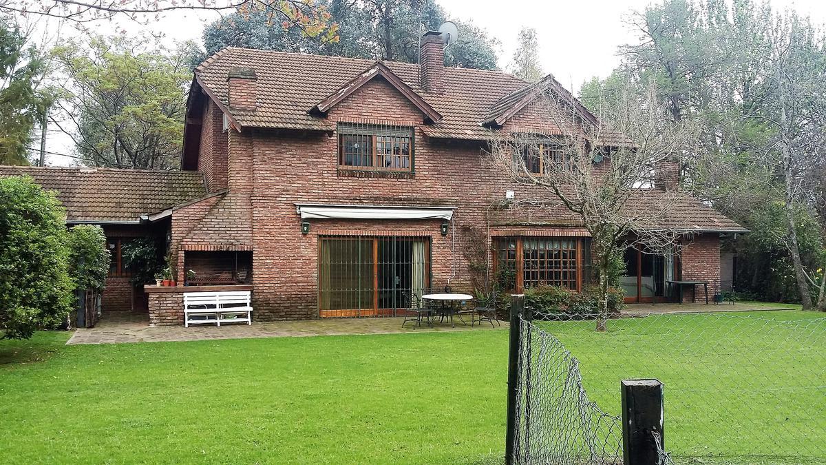Foto Casa en Venta en  Las Lomas-San Isidro,  Las Lomas de San Isidro  Monseño Calcagno al 1000