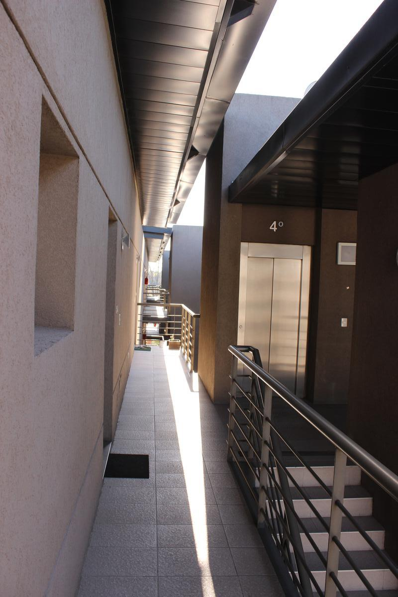 Foto Departamento en Venta en  Villa De Mayo,  Malvinas Argentinas  José Leon Suarez 758  4to Piso Dpto M