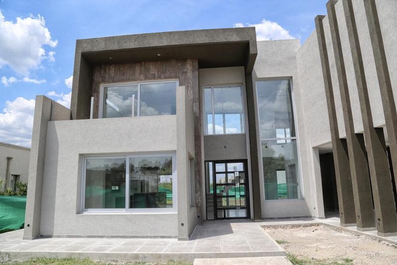 Foto Casa en Venta en  Canning,  Esteban Echeverria  Los Naranjos