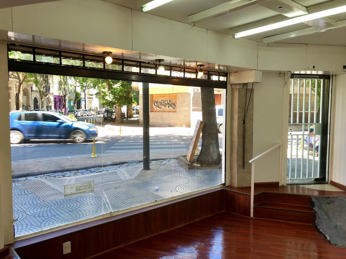 Foto Local en Venta en  Caballito ,  Capital Federal  Aranguren 400
