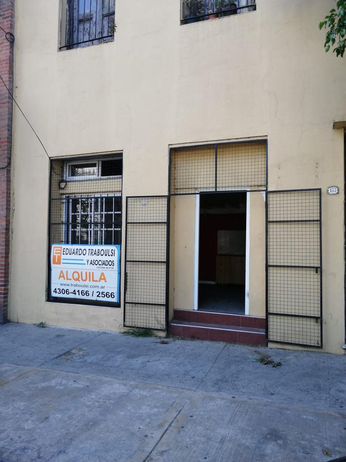 Foto Local en Alquiler en  Parque Patricios ,  Capital Federal  AV. VELEZ SARSFIELD N° al 100