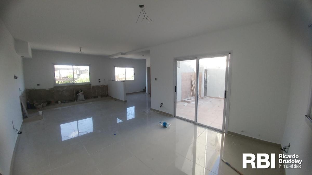 Foto Casa en Venta en  Carapachay,  Vicente Lopez  Almafuerte al 5400