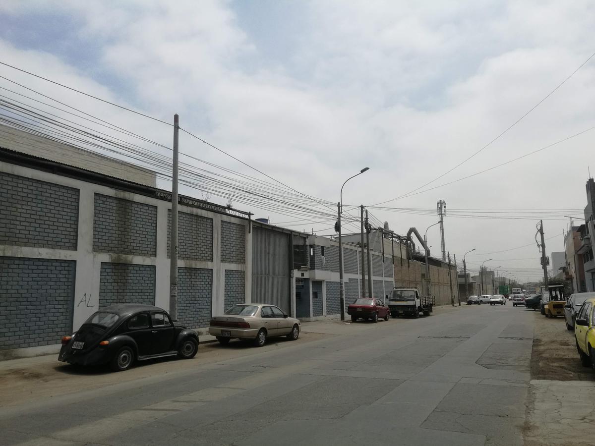 Foto Local en Venta en  Los Olivos,  Lima  Calle Los Hornos 215