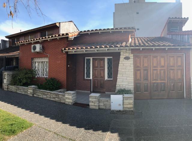 Foto Casa en Venta en  Lomas de Zamora Oeste,  Lomas De Zamora  GARONA 713  e/ Bolivar y Piaggio