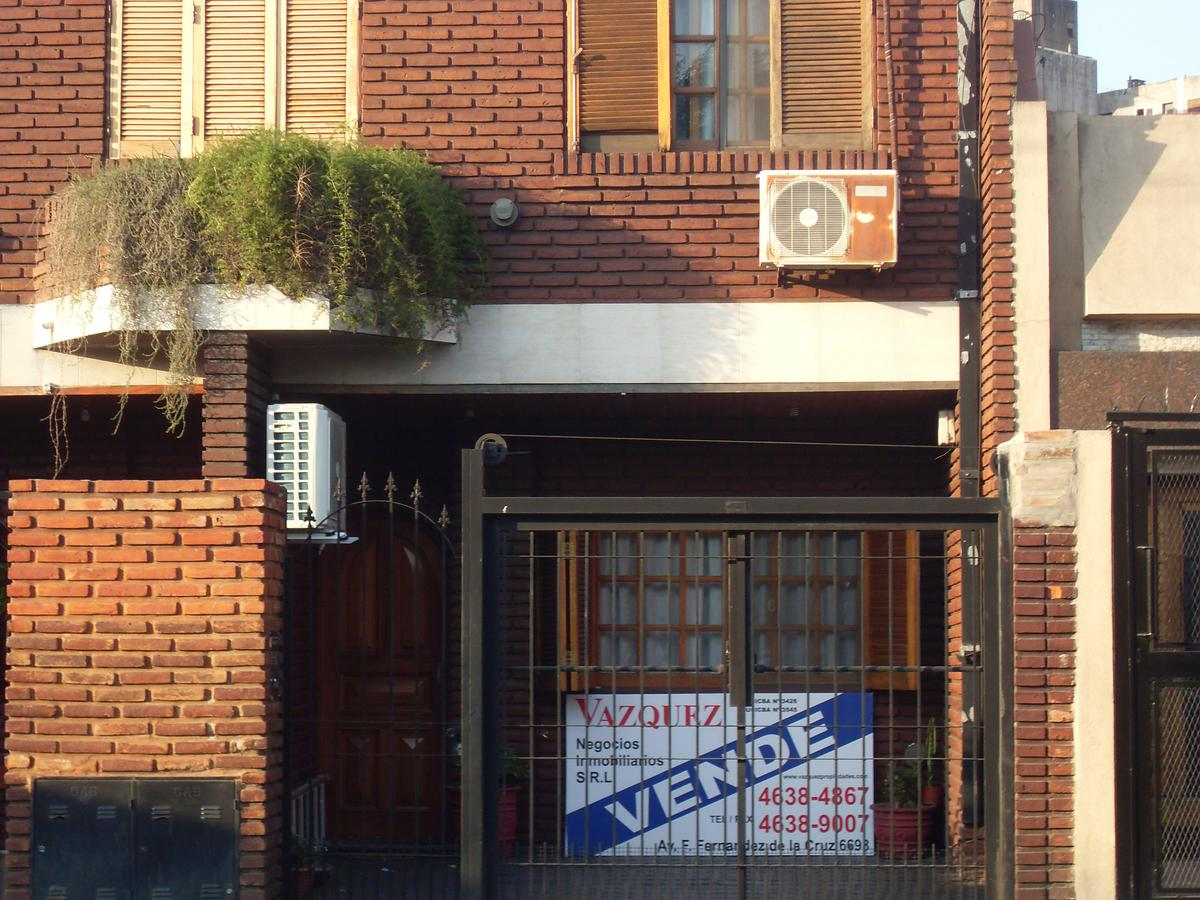 Foto Casa en Venta en  Villa Lugano ,  Capital Federal  AV. GRAL. PAZ 15.926 - DUPLEX