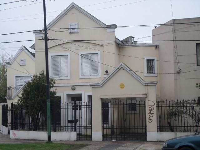 Foto Casa en Alquiler en  Adrogue,  Almirante Brown  ESPORA 507