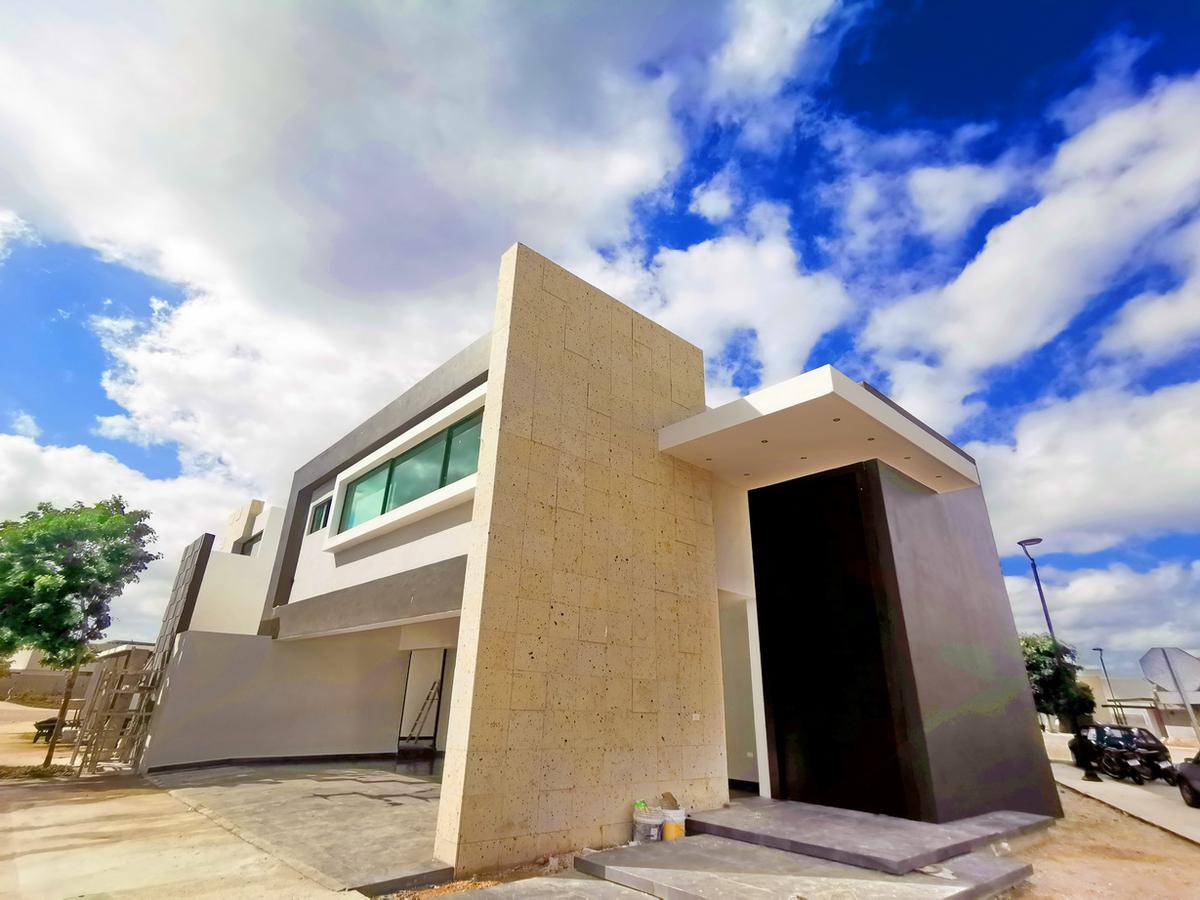 Foto Casa en Venta en  Temozon Norte,  Mérida  Espectacular casa en venta Mérida, Temozón, privada Solasta, 4 habitaciones