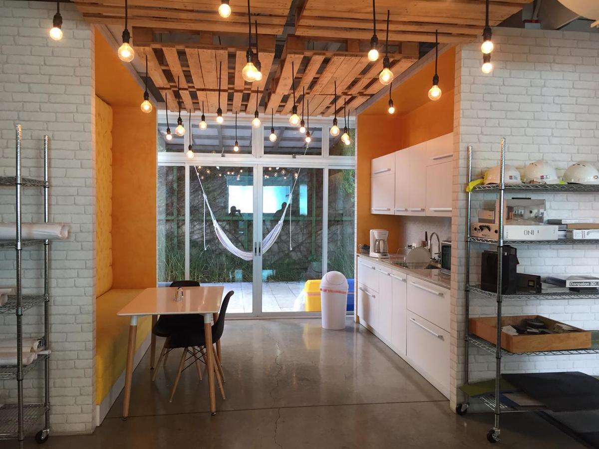 Foto Edificio Comercial en Venta en  Santana,  Santa Ana  Edificio comercial en Santa Ana 660m2 de construcción