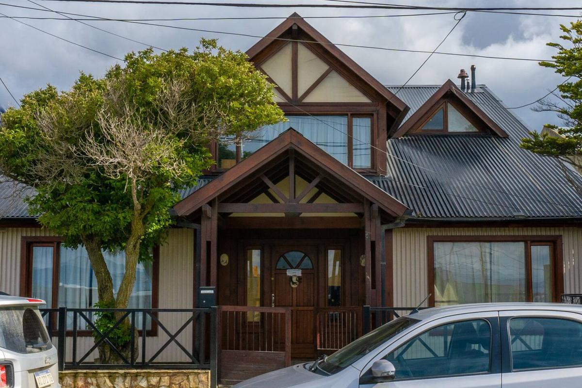 Foto Casa en Alquiler en  Ushuaia ,  Tierra Del Fuego  Alfonsina Storni