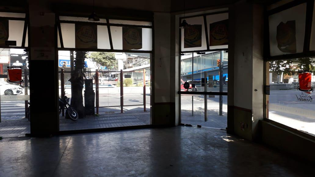 Foto Local en Alquiler en  Avellaneda ,  G.B.A. Zona Sur  Av. Mitre 302