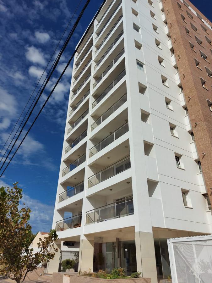 Foto Departamento en Alquiler en  Área Centro Oeste,  Capital  Castelli al 300