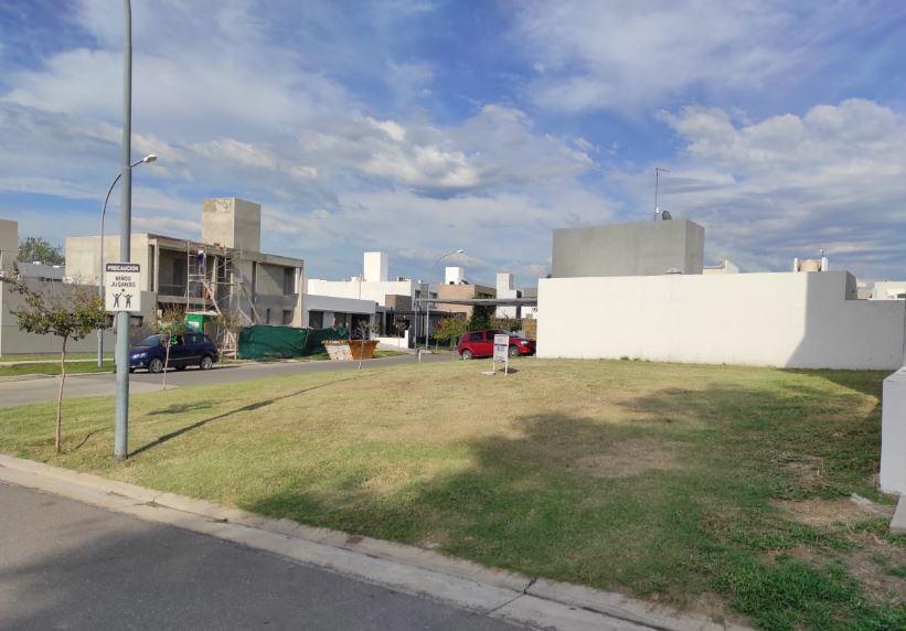 Foto Terreno en Venta en  Miradores de Manantiales,  Cordoba Capital  Lote Central * Miradores de Manantiales * 250m2 * NO apto dúplex