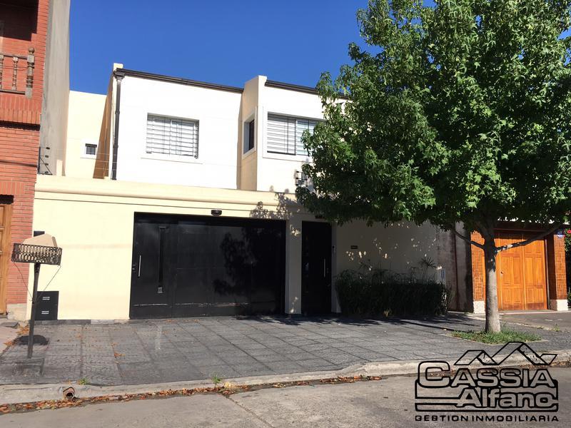 Foto Casa en Venta |  en  Banfield Oeste,  Banfield  PAYRO 2079