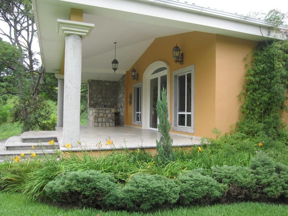 Foto Casa en Venta en  Santa Lucía ,  Francisco Morazán  Amplia Casa con Jardines en Venta y Renta en Santa lucia