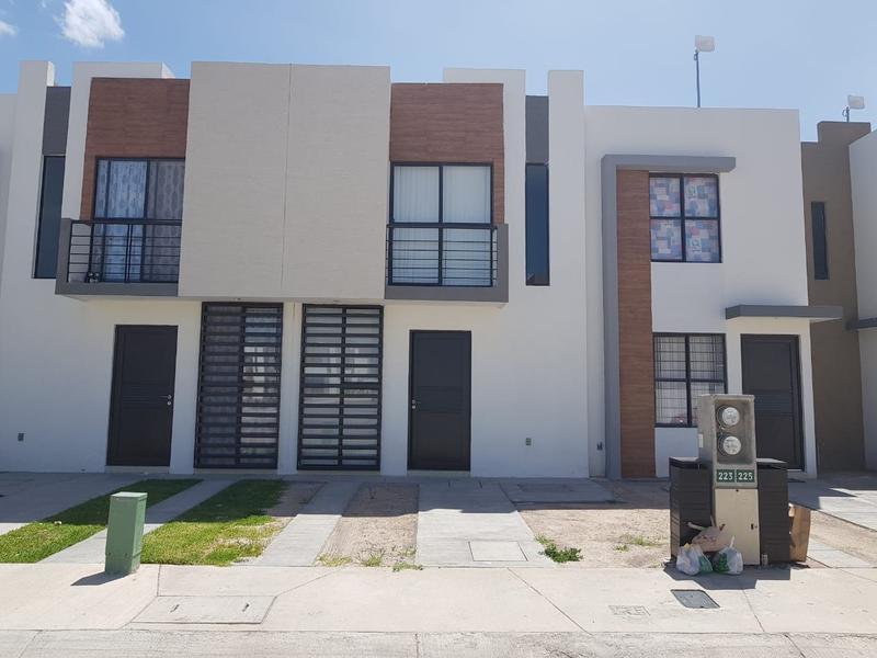 Foto Casa en Venta en  Pozos Residencial,  San Luis Potosí  CASA EN RENTA AMUEBLADA EN LOS LAGOS RESIDENCIAL ZONA INDUSTRIAL