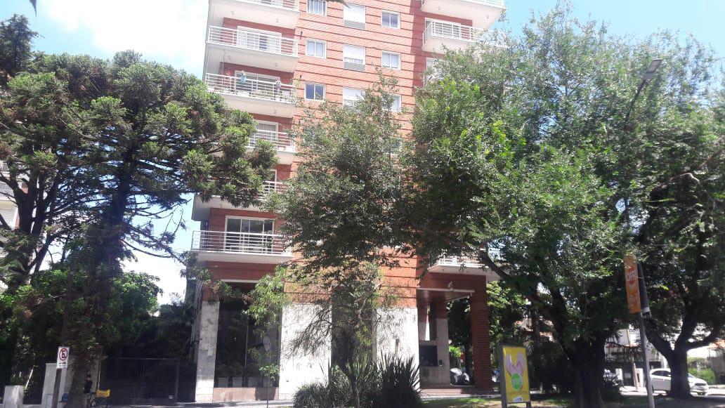 Foto Departamento en Venta en  La Lucila-Vias/Libert.,  La Lucila  Av del Libertador al 3700  9º A