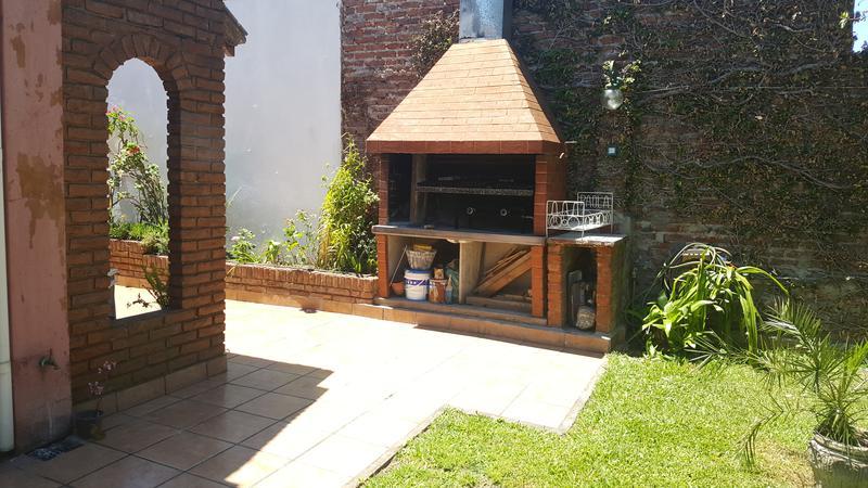 Foto Casa en Venta en  Lomas de Zamora Oeste,  Lomas De Zamora  SAENZ al 1400