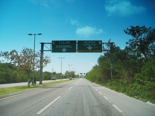 Foto Terreno en Venta en  Cancún ,  Quintana Roo  Autopista Mérida-Chichen Itza. Terreno en Venta de 1 Hectárea. A 700 m de la Avenida. Huayacan.. Ejido Alfredo V Bonfil. Cancún
